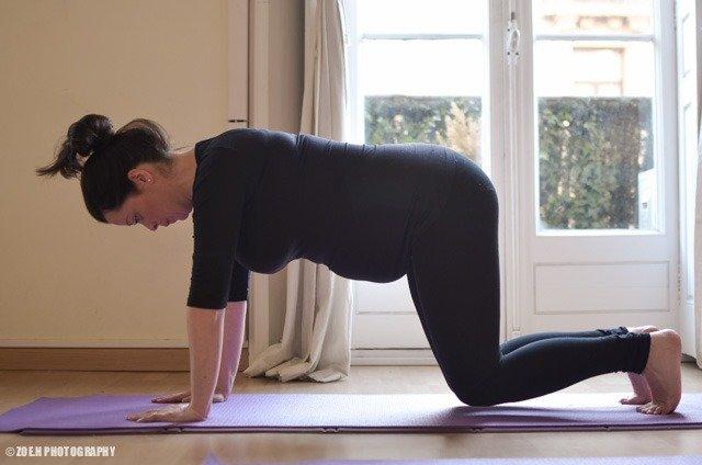 Mujer embarazada haciendo pilates barcelona